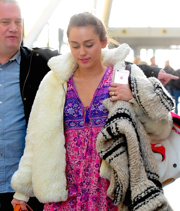 miley-cyrus-was-spotted-boarding-a-flight-out-of-jfk-airport-on-monday-afternoon-january-18-2016-in-new-york-city-new