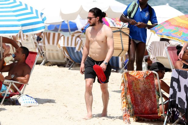 pay-game-of-thrones-star-kit-harington-in-brazil1