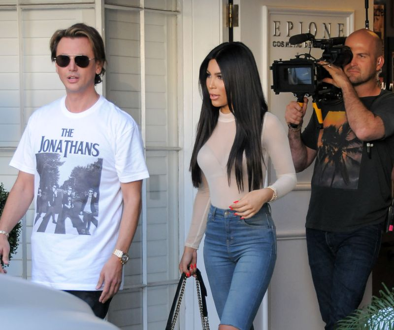 gallery-1458468355-jonathan-cheban-with-kim-kardashian-lookalike-kami-osman-on-the-set-of-keeping-up-with-the-kardashians